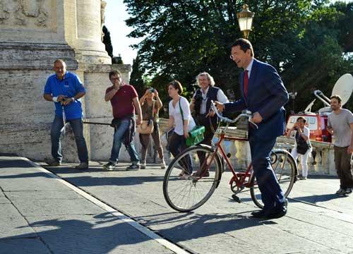 Fori senz'auto, opposizione al contrattacco: costa 4 mila euro al metro