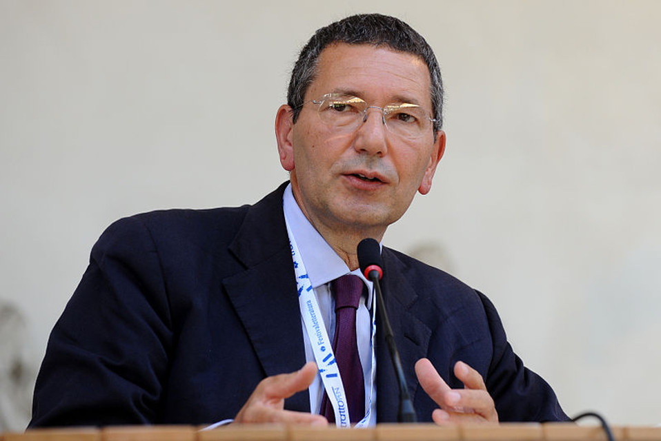 Roma, Marino inaugura l'Ufficio Rapporti con i Cittadini