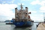 """La nave """"Nesibe E"""" lascia il porto di Civitavecchia"""