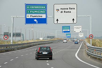 Incidente sulla Roma-Fiumicino, chiusa la corsia tra A12 e Gra