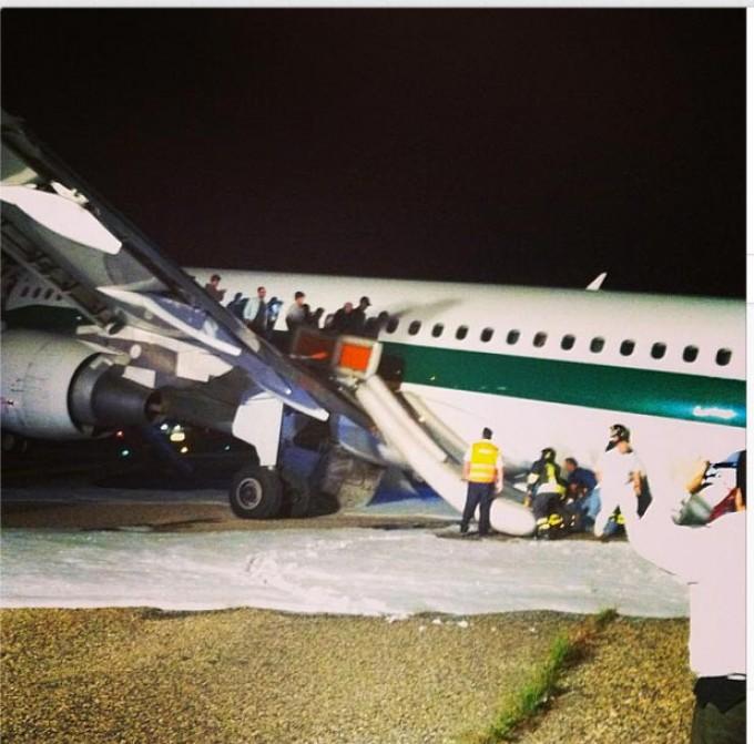 Fiumicino, rimosso l'Airbus: pista riattivata. Ieri atterraggio choc per 151 passeggeri