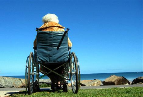 Alzheimer, Acli: Nasce la prima scuola per badanti e collaboratrici domestiche