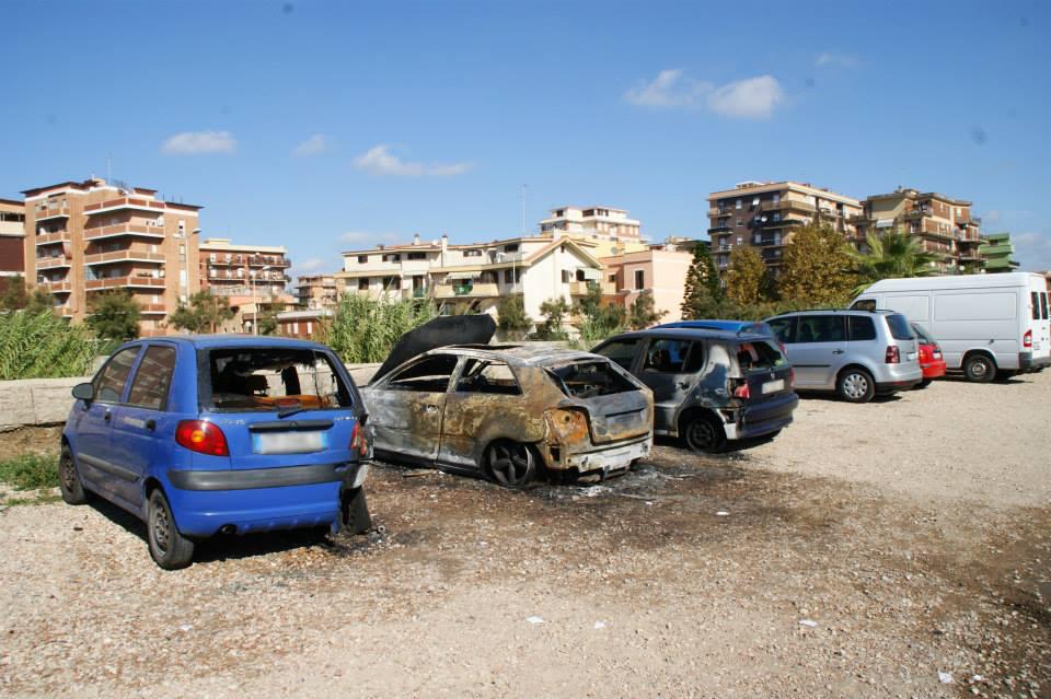 Rocca Cencia, piromani in azioni: auto in fiamme nella notte
