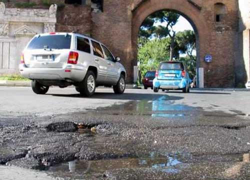 Roma è un colabrodo, ecco la mappa delle buche. Montemario da record