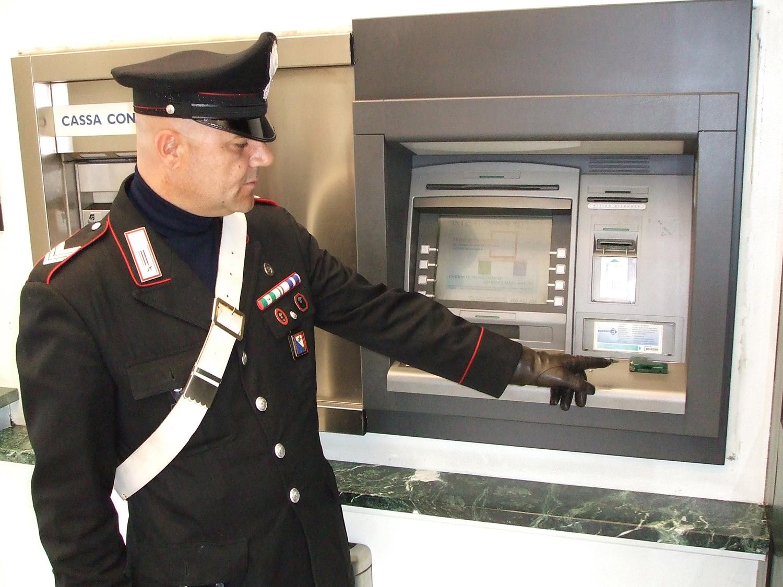 MonteMario/Fermata banda rumena di ladri di bancomat