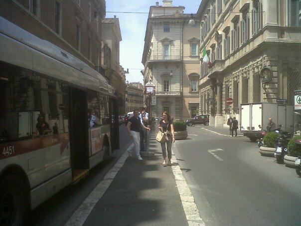 Incendio in galleria sotterranea, in tilt il centro di Roma