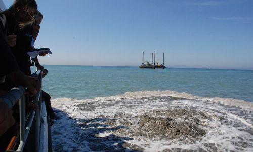 FIUMICINO/soffione di gas in mezzo al mare. Secondo prime analisi si tratta di CO2