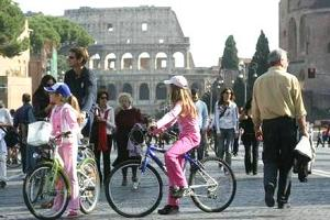 Fori pedonali a Roma, i commercianti lanciano l'allarme: affari giù del 40-60%