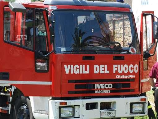 Incendio a Nettuno: in fiamme un palazzo, grave un 27enne