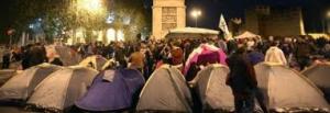 """L'assedio diventa """"acampada"""", gli antagonisti occupano Porta Pia"""