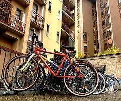 Approvata una mozione per parcheggiare le bici nei condomini