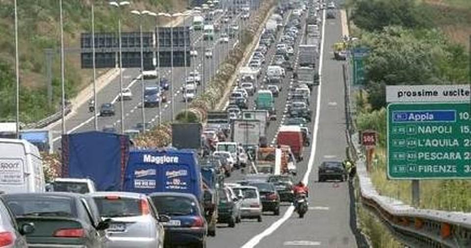 Incidente mortale sul Gra: chiuso il tratto A1-Settebegni. Traffico intenso per il controesodo