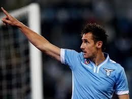 Lazio, Klose dice no ai social: