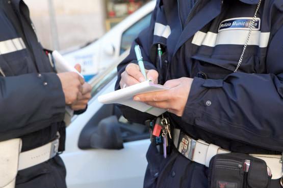 Vigile aggredito da un venditore ambulante durante un controllo a Borgo Pio