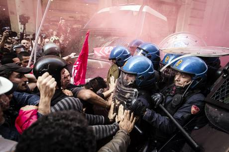 Scontri in piazza Montecitorio, rinvio a giudizio per 9 persone