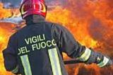 Tiburtina, incendio nella notte: le fiamme distruggono in capannone di duemila metri quadri