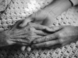 anziani-mani-bn