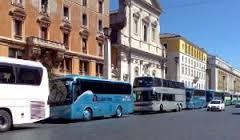 """Bus turistici, si pensa a una stretta. Federalberghi: """"Assurda limitazione"""""""