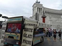 Camion-bar, l'assessore Leonori assicura: stiamo rivedendo i permessi