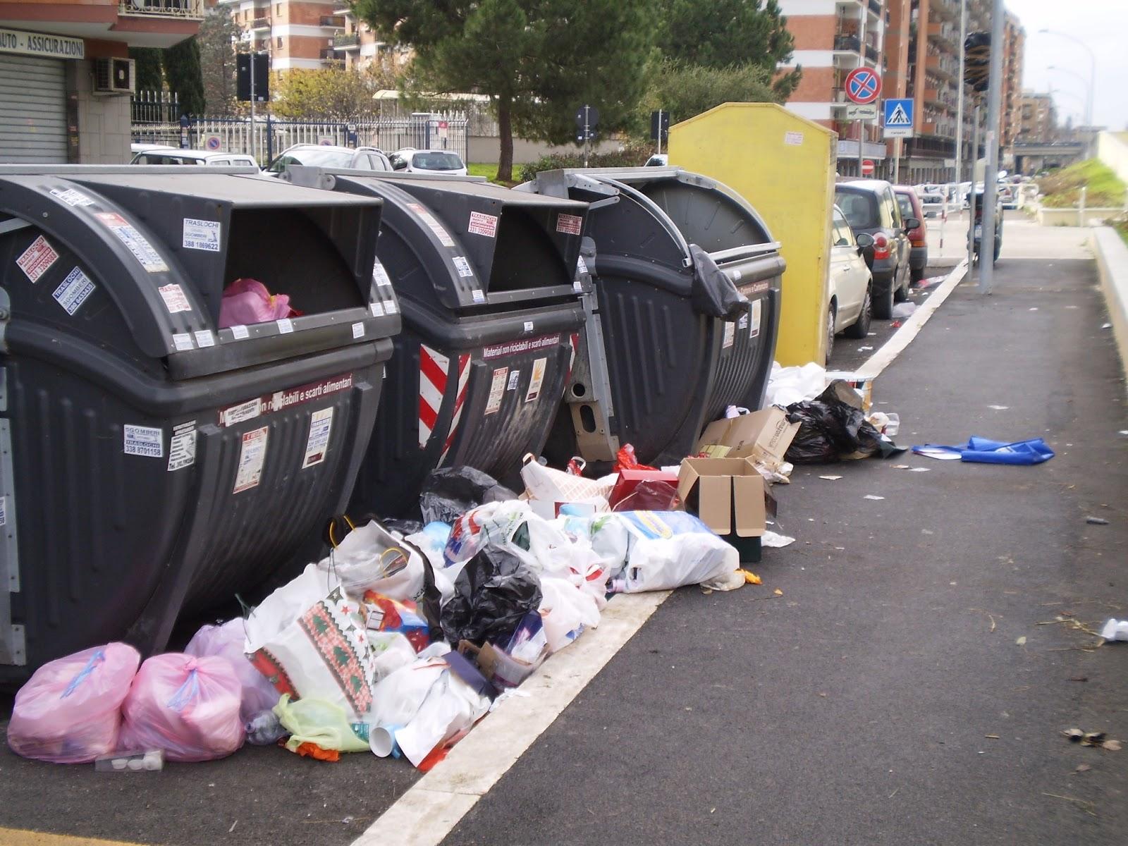 MONTEVERDE/Il freddo blocca i mezzi Ama, cassonetti pieni in alcuni quartieri