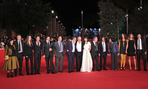 Film Fest, parata di stelle sul red carpet. Acclamato cast 'L'ultima ruota del carro'