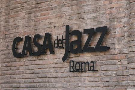 CASA DEL JAZZ/La caduta di un pino fa sospendere le attività e annulla i concerti