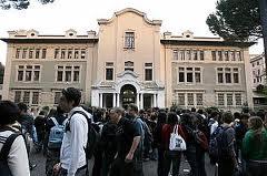 Il caso Mamiani fa notizia, ma i problemi della scuola sono altri