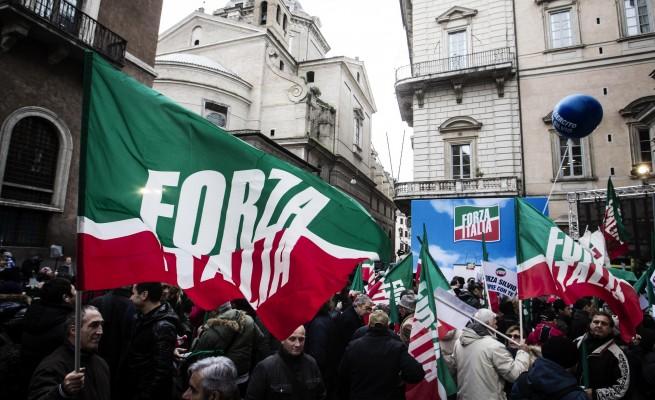 Berlusconi, in piazza pro e contro. Mille agenti in centro, 11 fermati