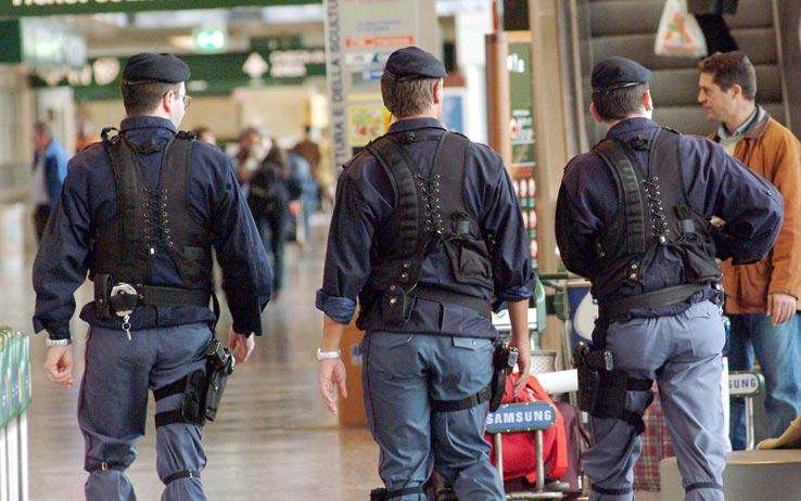 La Rustica, tenta il suicidio nella stazione ferroviaria: salvato dalla polizia