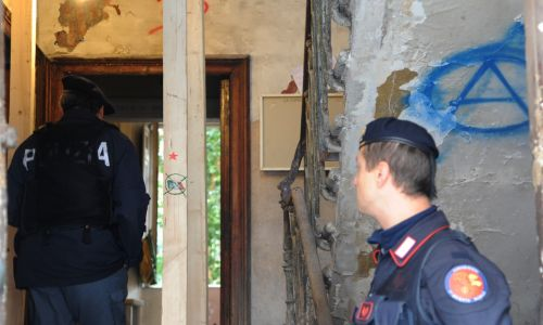 Casa, sgomberati due stabili all'Esquilino occupati da CasaPound e Movimenti lotta