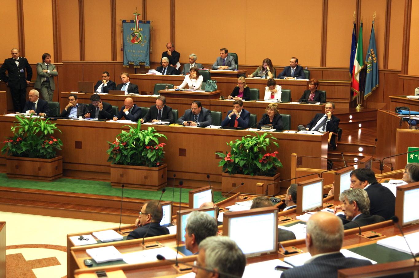 Approvato il documento di economia e finanza. Zingaretti e i consiglieri rinunciano alla pensione