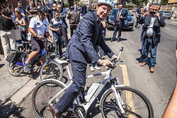 Roma non è Copenhagen, tra targhe alterne e blocchi del traffico: cosa serve veramente alla città?