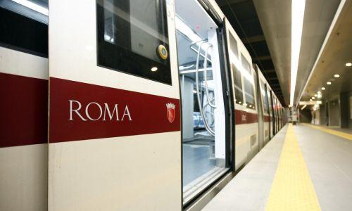 Metro B, problemi tecnici lungo la tratta mattinata di disagi per i passeggeri