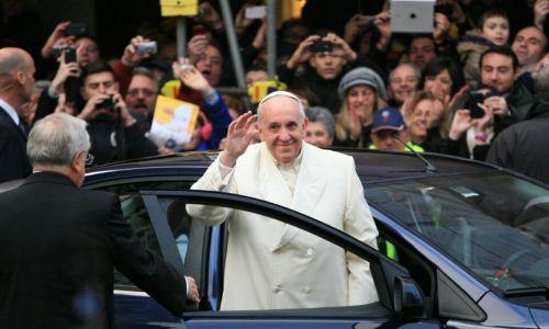 8 dicembre, processione a piazza Spagna. Folla per Papa Francesco, Marino e Zingaretti