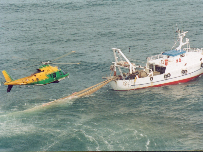Gaeta, disattiva localizzatore al peschereccio: preso fantasma del mare