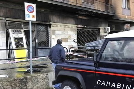 FIUMICINO/Dopo l'esplosione l'ufficio delle Poste di Maccarese è ancora inagibile