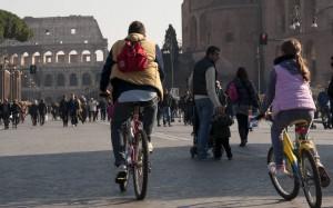 Federmoda: 'Con la domenica a piedi Marino affossa l'economia'