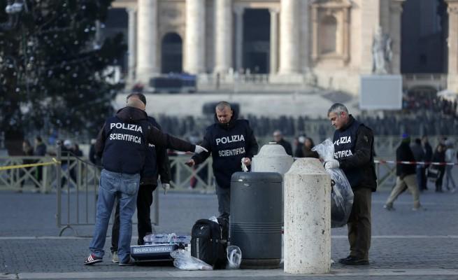 E' morto l'uomo che si era dato fuoco a piazza San Pietro