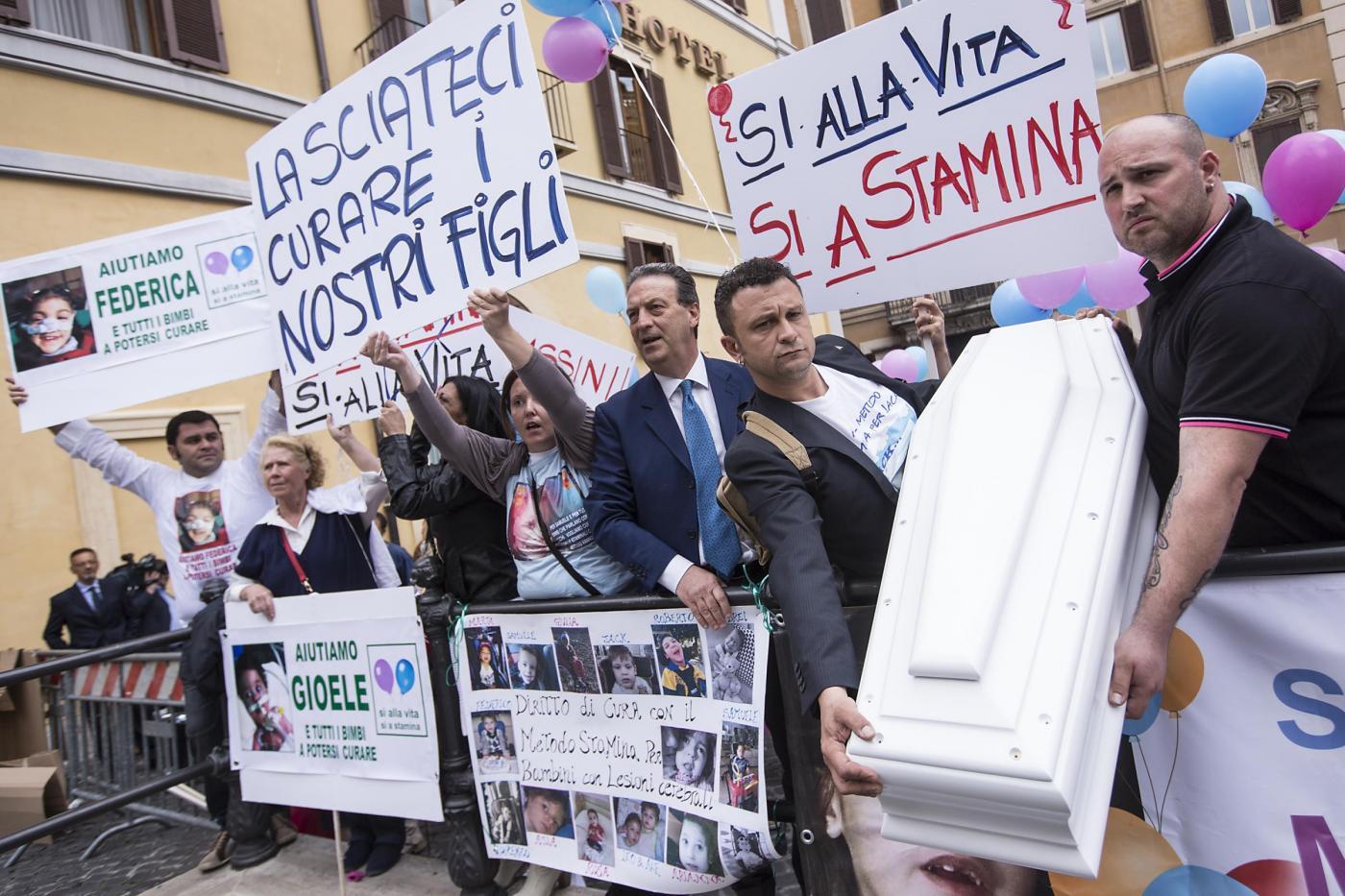 STAMINA/Nuova protesta del sangue dei malati
