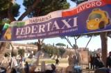 """Taxi, i sindacati: """"Roma Capitale dell'abusivismo e dell'insicurezza"""". In centinaia al ministero"""