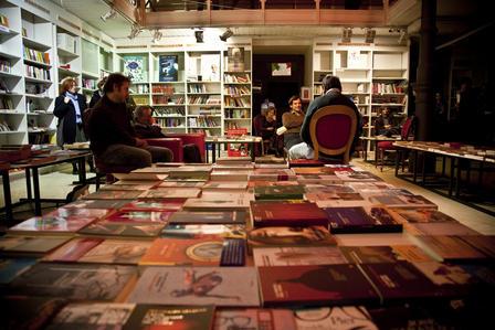Quando una libreria muore. Dopo Feltrinelli al Babuino tocca a Rebel Store, a San Lorenzo. E nessuno...
