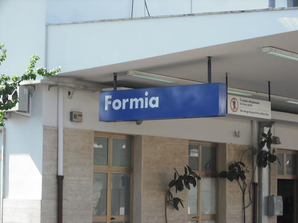 FORMIA/Rompe le acque in stazione, bimbo nasce negli uffici della Polfer