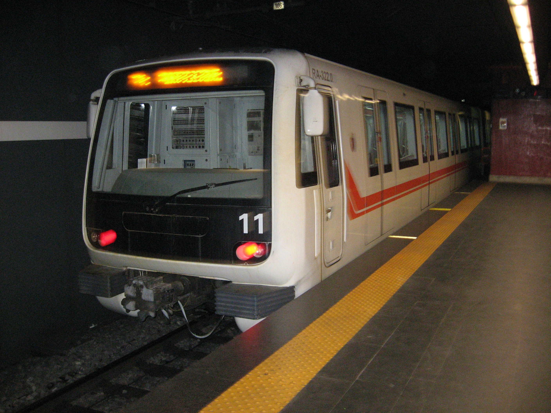 Maltempo: stop alla Metro A, stazione allagata