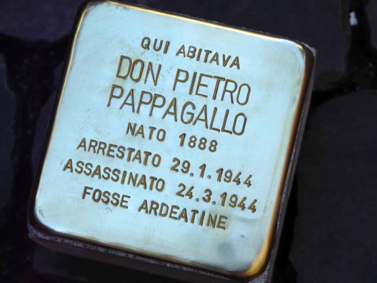 """La pietra d'inciampo dedicata a Don Pietro Pappagallo è nuovamente """"sparita"""""""