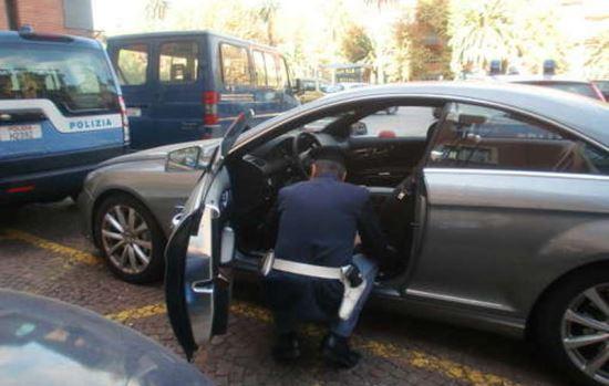 FLAMINIO/Sorpresi a forzare auto in sosta, 2 arrestati