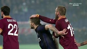 Pugni e nessun gol, l'Inter blocca la Roma
