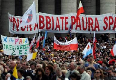 CANONIZZAZIONI/Sorelline polacche disperse tra la folla in piazza