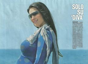 FREGENE/Manuela Arcuri posa col pancione a 15 giorni dal parto