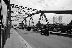 Nella notte scomparso Ponte di ferro al Gazometro. Traffico in tilt