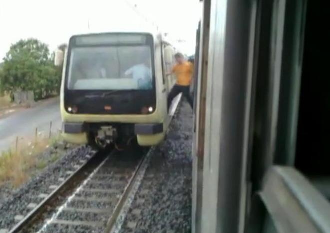 Fumo sul vagone della linea Roma-Lido, il racconto della paura